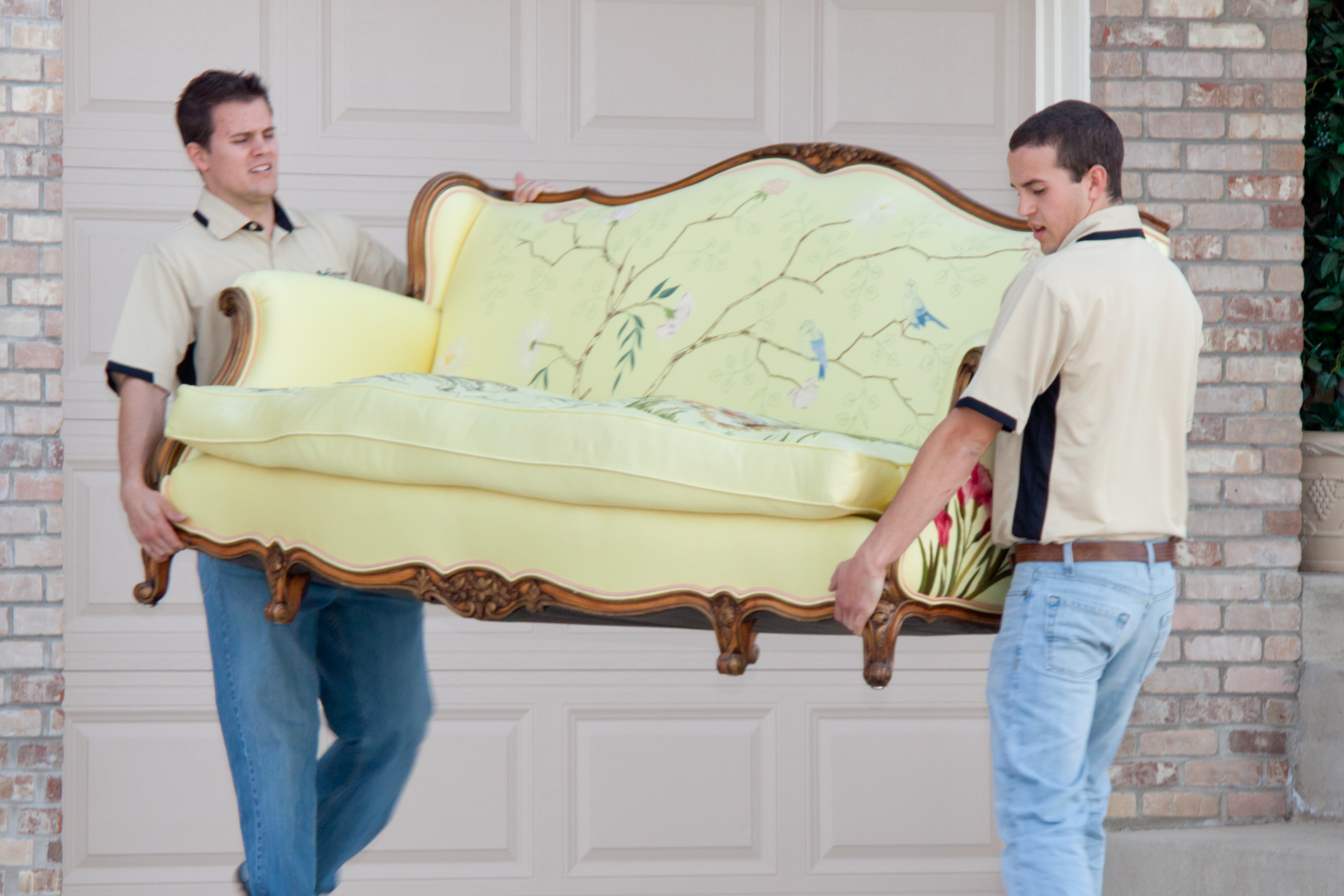 Benefits of Using Online Storage and Moving Services